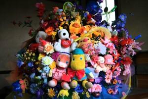 おもちゃの花束_煉瓦建築にて